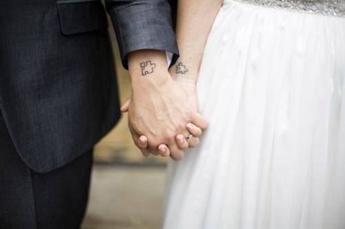 Für Verliebte und Durchgeknallte – das Puzzle Tattoo!